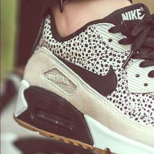 Nike WOMENS AIR MAX 90 in Safari
